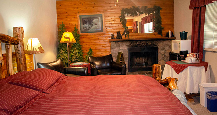 Bears Den suite at Crandell Mountain Lodge